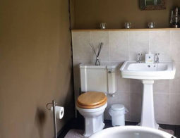 Hedgerow Bathroom, Flush Toilet and Roll Top Bath